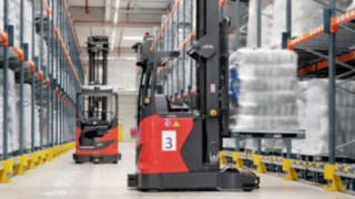 automated-truck-r_matic-lifting-warehouse-pic_01